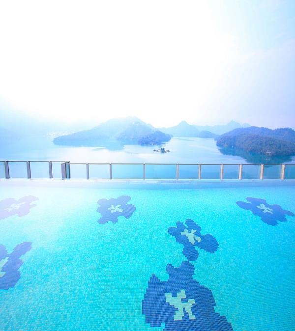 不能出國也要有在海邊游泳的幻想,六間必住旅館