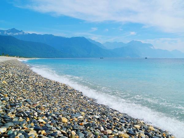 「花蓮」西面山脈東望大海的名品風景